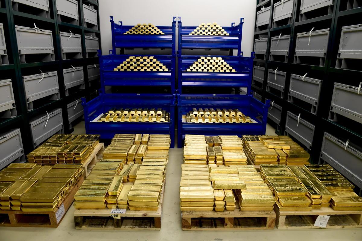 Aranytömbök az MNB által őrzött aranytartalékból Budapesten, az MNB logisztika központjában 2021. július 6-án.