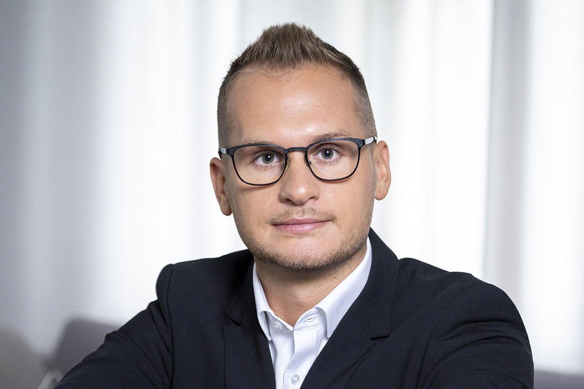Deák Dániel, magyar politológus, a kormányközeli XXI. Század Intézet vezető elemzője.