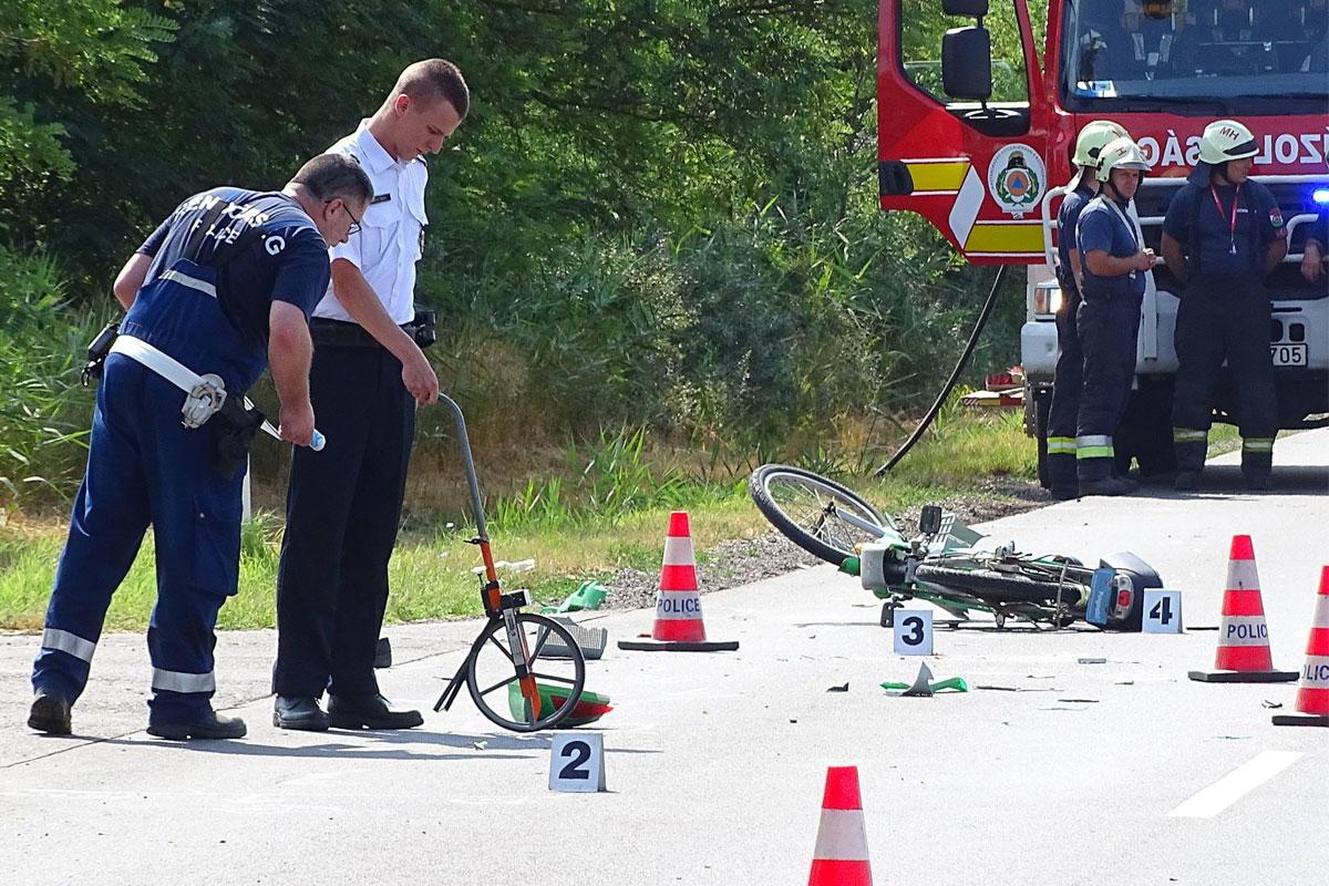 Baleseti helyszínelés 2021. július 21-én Kaszaperen, ahol egy nő egy utóbusznak ütközött az elektromos kerékpárjával.