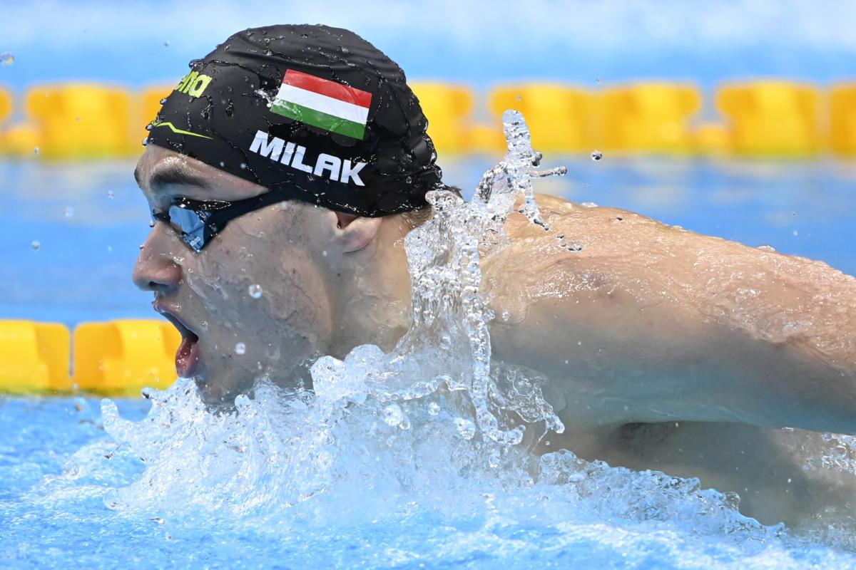 A későbbi győztes Milák Kristóf a férfi 200 méteres pillangóúszás döntőjében a világméretű koronavírus-járvány miatt 2021-re halasztott 2020-as tokiói nyári olimpián a Tokiói Vizesközpontban 2021. július 28-án.