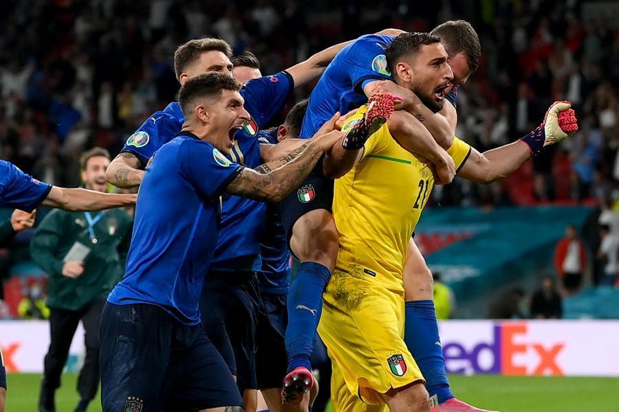 Olaszország csapata nyerte a labdázást
