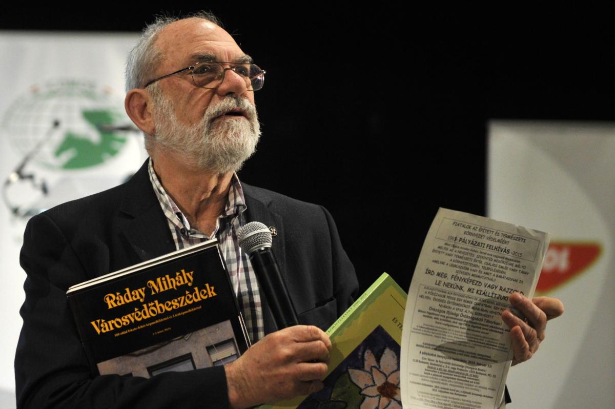 A felvétel 2015. április 20-án készült a Példaadó Műemlékgondozásért-díjjal elismert Ráday Mihály filmoperatőrről, rendezőről a műemlékvédelmi szakmai díjak átadásán Budapesten, a Várkert Bazárban, az április 18-i műemléki világnaphoz kapcsoló rendezvényen.
