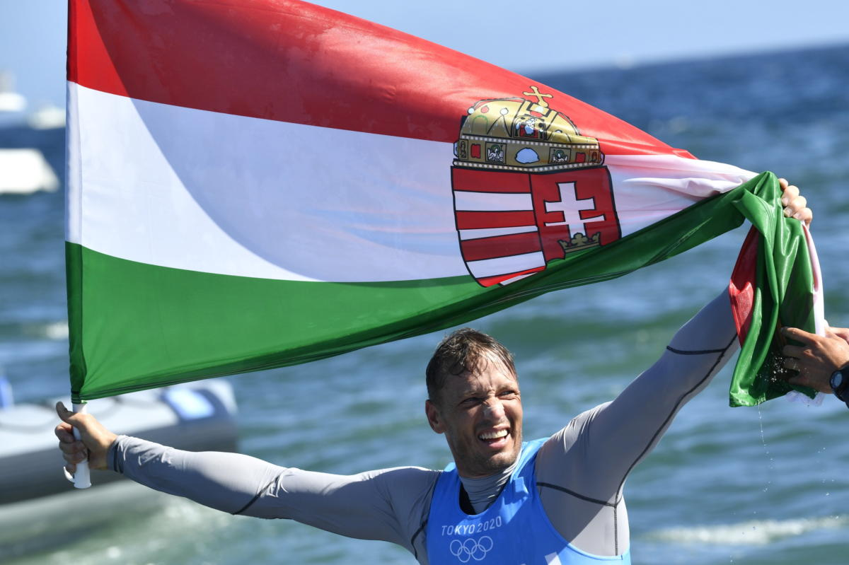 Berecz Zsombor a vitorlázók Finndingi versenyének éremfutama után a tokiói nyári olimpián az Enosimai Jachtkikötőben 2021. augusztus 3-án. Berecz Zsombor ezüstérmet nyert.