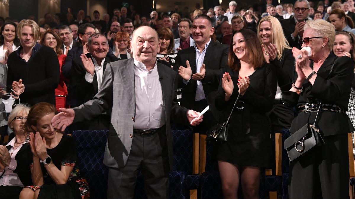 Bodrogi Gyula Kossuth- és Jászai Mari-díjas színész, rendező, érdemes és kiváló művész, a nemzet színésze a 85. születésnapja alkalmából a Nemzeti Színházban rendezett ünnepségen 2019. április 15-én.
