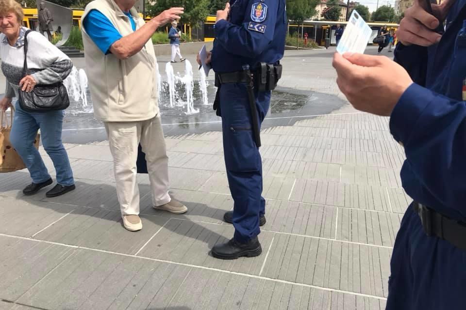 Megütötték a DK képviselőjét, a támadó a rendőrökkel is balhézott