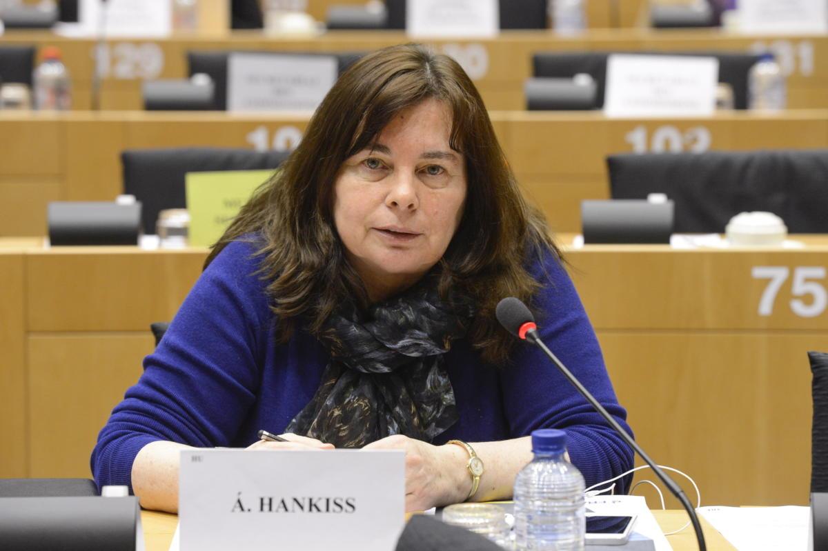 Hetvenegy éves korában elhunyt Hankiss Ágnes, a Nemzeti Média- és Hírközlési Hatóság (NMHH) Médiatanácsának tagja, író, pszichológus, volt európai parlamenti képviselő 2021. augusztus 17-én. A felvétel 2013. április 8-án, az Európai Parlament Állampolgári Jogi, Bel- és Igazságügyi Bizottságának (LIBE) ülésén készült.