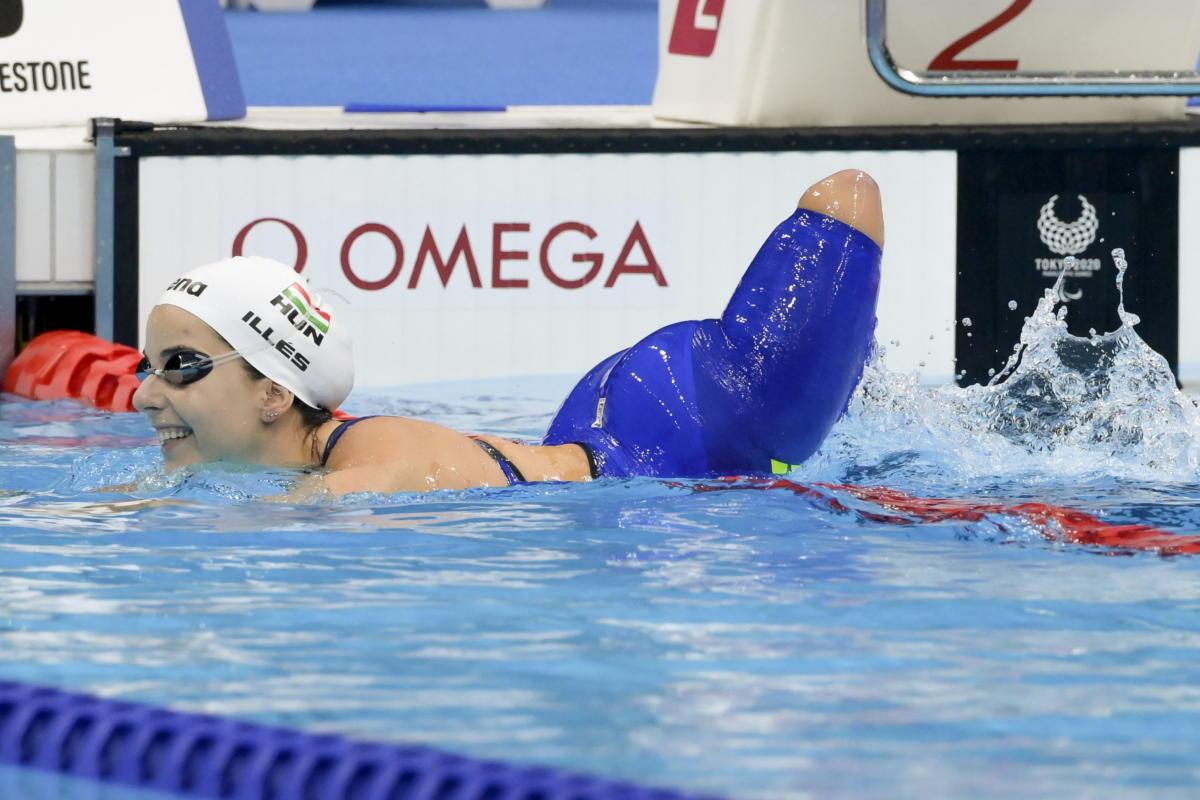 A győztes Illés Fanni az S4-es kategóriájú 100 méteres női mellúszás döntője után a világméretű koronavírus-járvány miatt 2021-re halasztott 2020-as tokiói paralimpián 2021. augusztus 29-én.