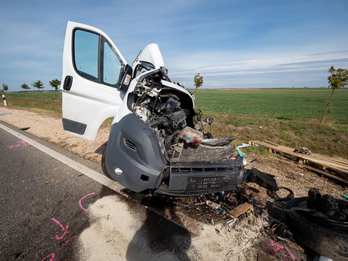 Összeroncsolódott furgon az 55-ös úton Felsőszentiván és Tataháza között 2021. szeptember 24-én.