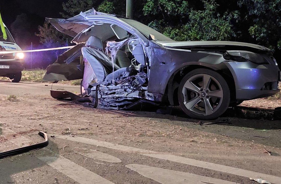 Kettészakadt egy autó Dunaújvárosban, ketten meghaltak