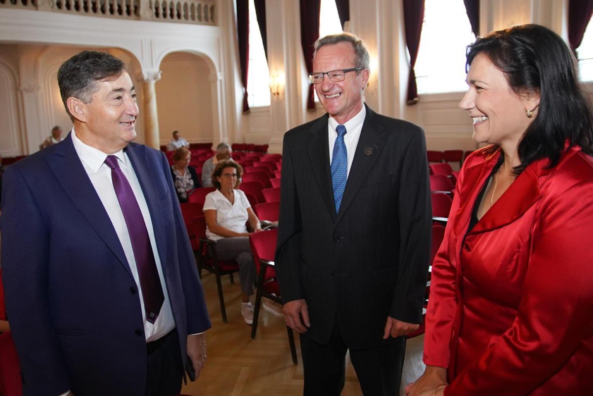Kitüntetést kapott Mészáros Lőrinc a nagycsaládosoktól