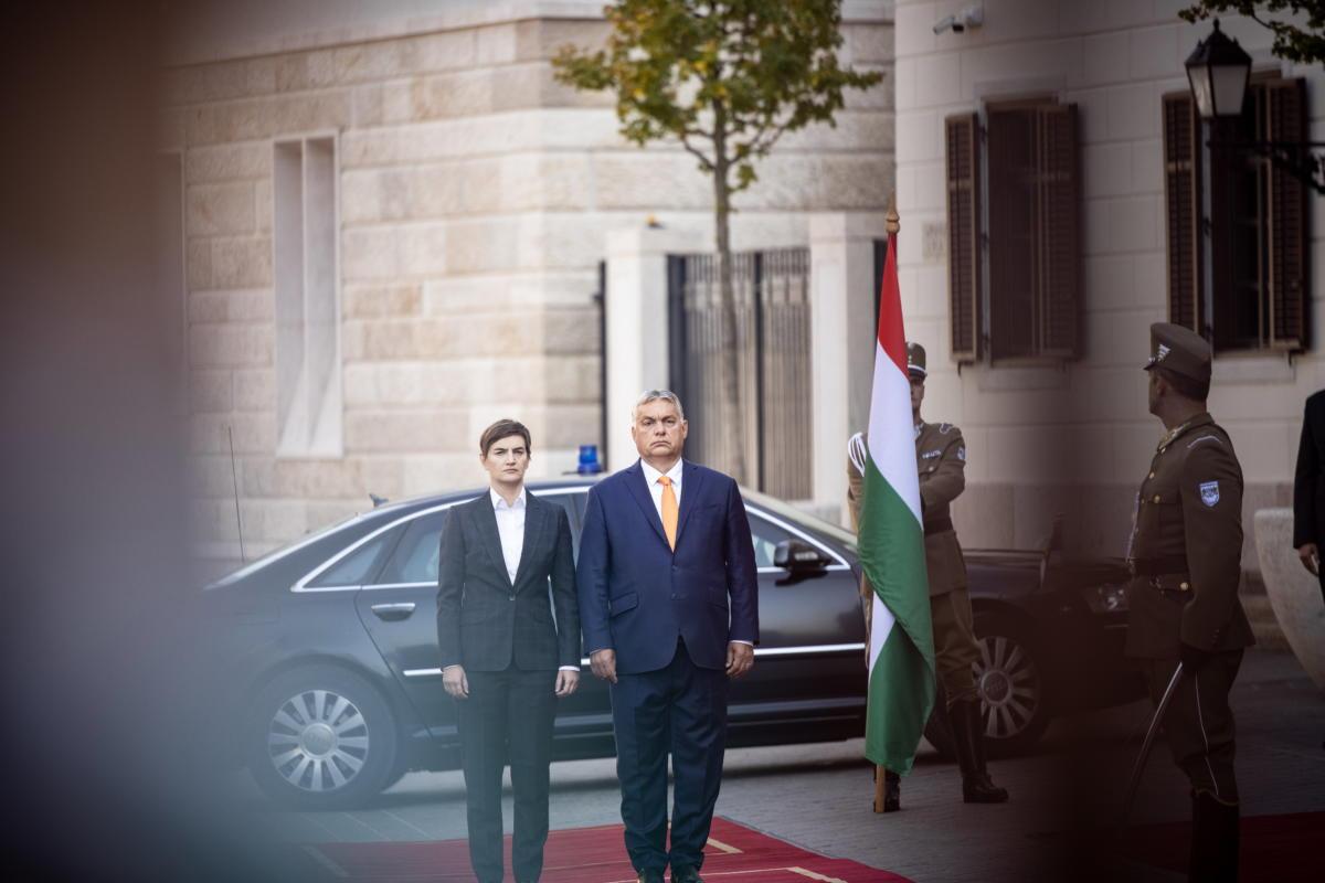 Orbán Viktor miniszterelnök fogadja Ana Brnabic szerb kormányfőt a Karmelita kolostorban 2021. szeptember 8-án.