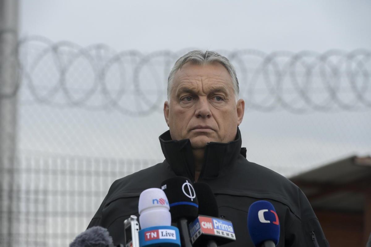 Orbán Viktor miniszterelnök sajtónyilatkozatot tesz a határszemlét követően a magyar-szerb határnál, az ideiglenes biztonsági határzárnál 2021. szeptember 22-én.